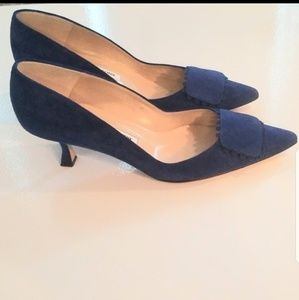 Manolo Blahnik blue suede kitten heels 39
